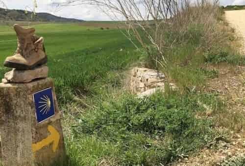 A Bota e o Desapego no Caminho de Santiago