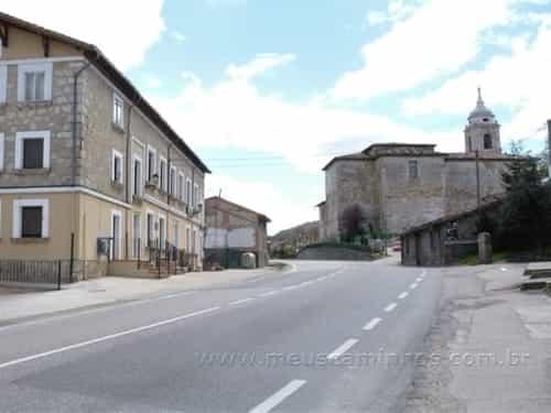 Albergue e Igreja de Santiago Maior em Villafranca Montes de Oca