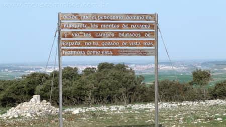 Placa com a frase de Luciano Huidobro, falando da vista da Serra de Atapuerca, onde pode-se ver Burgos