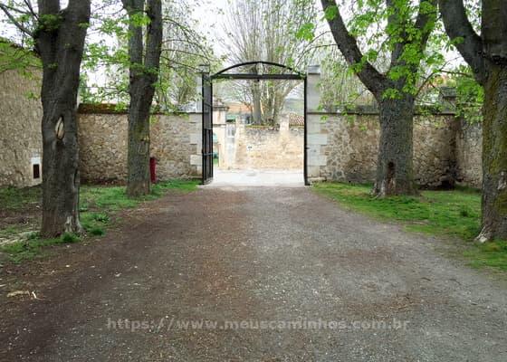 Portão que fica na saída do parque em Burgos, indo para Hornillos del Camino.