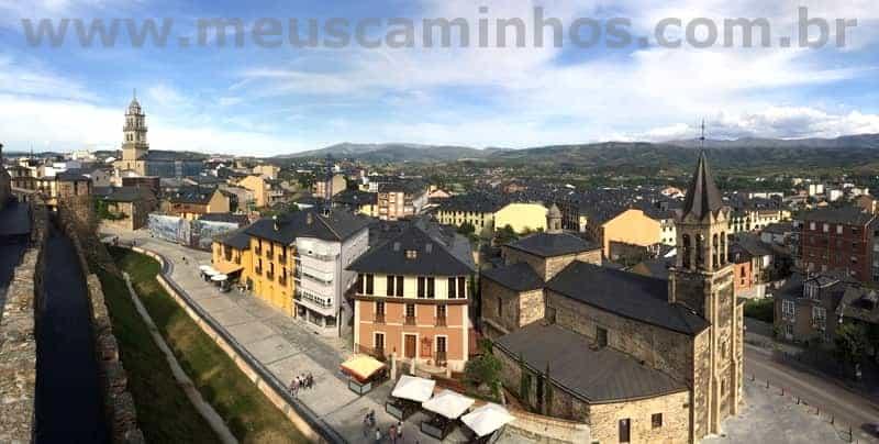 Foto panorâmica de Ponferrada, tirada do alto do Castelo dos Templários.