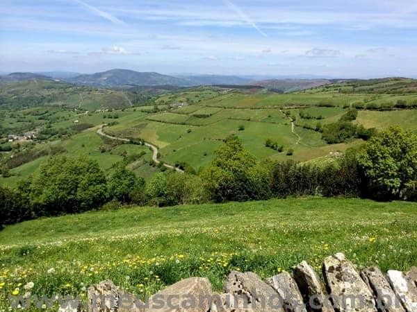 Foto da paisagem no caminho entre Alto do Poio e Triacastela.